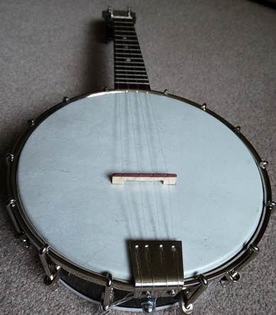 Beharrell ukulele-banjo - end view