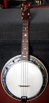 Dallas 'E' ukulele-banjo - front view