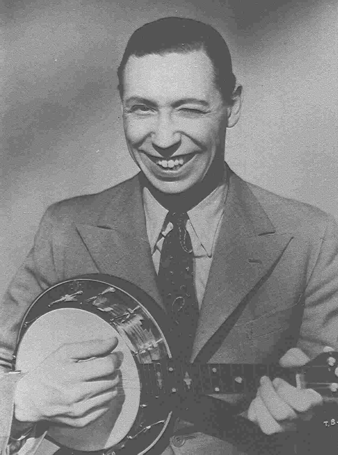 George Formby with Dallas 'E' ukulele banjo