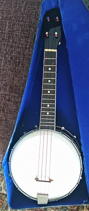 Gibson copy ukulele banjo - in case