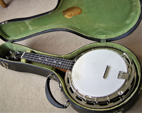 Ludwig Wendell Hall ukulele-banjo - in case