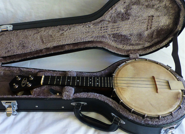 Beddoes 'New Concert' ukulele banjo - in case