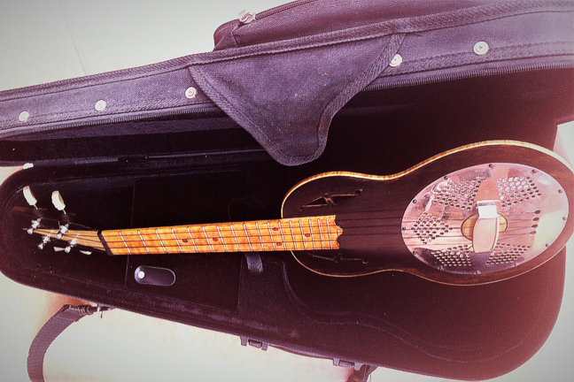 Stapleton resonator uke - in case